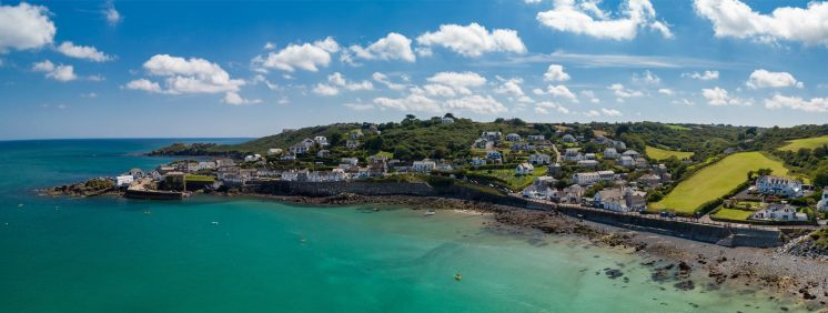 Thank you to Aerial Cornwall (https://www.facebook.com/aerialcornwall/) for this beautiful image of Coverack from above