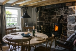 prospect-cottage-coverack-holiday-let-dining-room