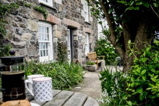 prospect-cottage-coverack-holiday-let-front